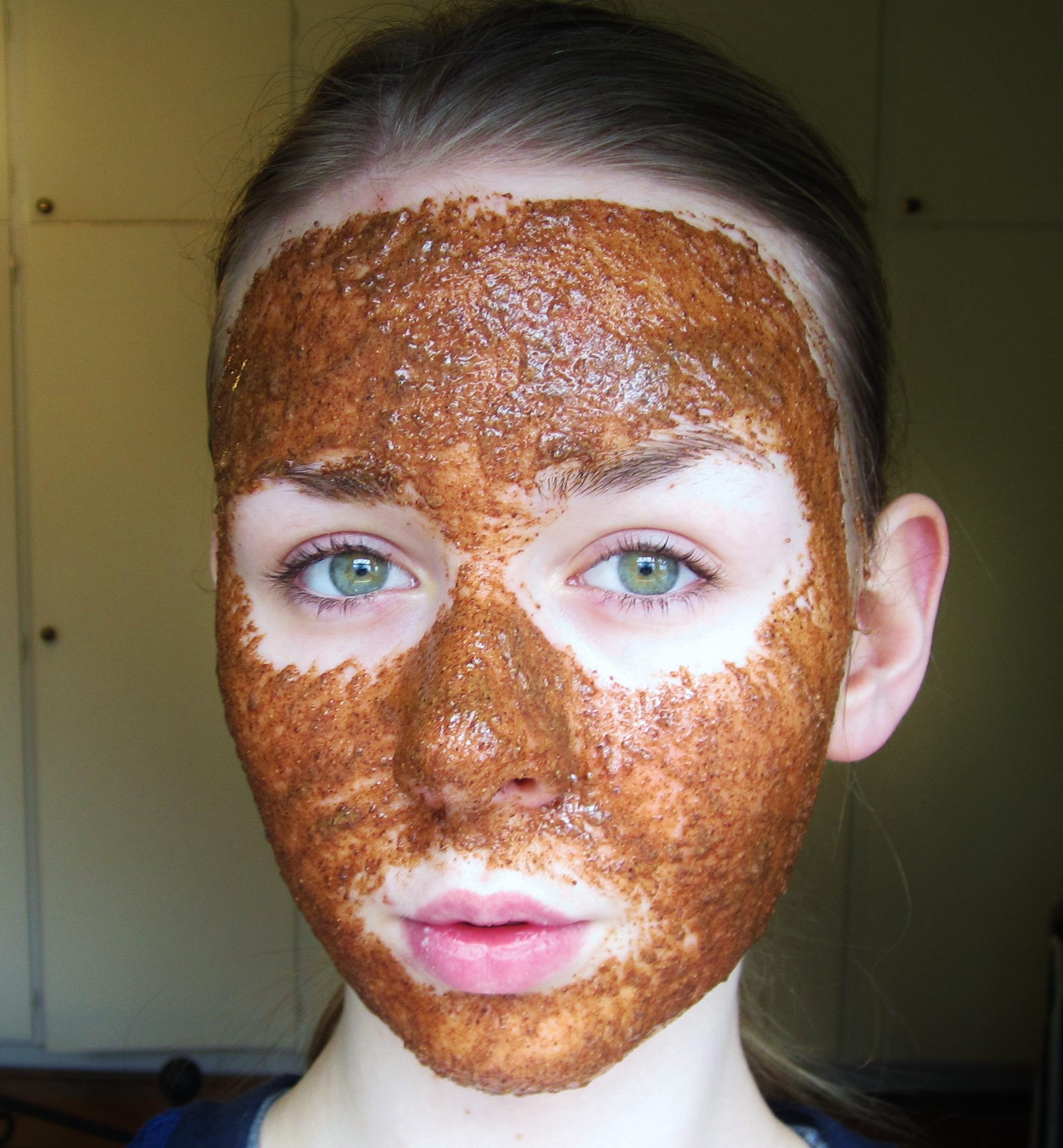 bra ansiktsmask mot pormaskar